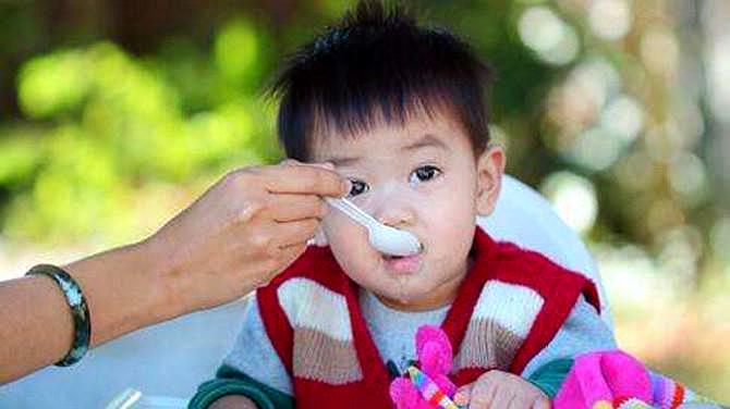 孩子吃饭时的9大禁忌 家长必须要牢记