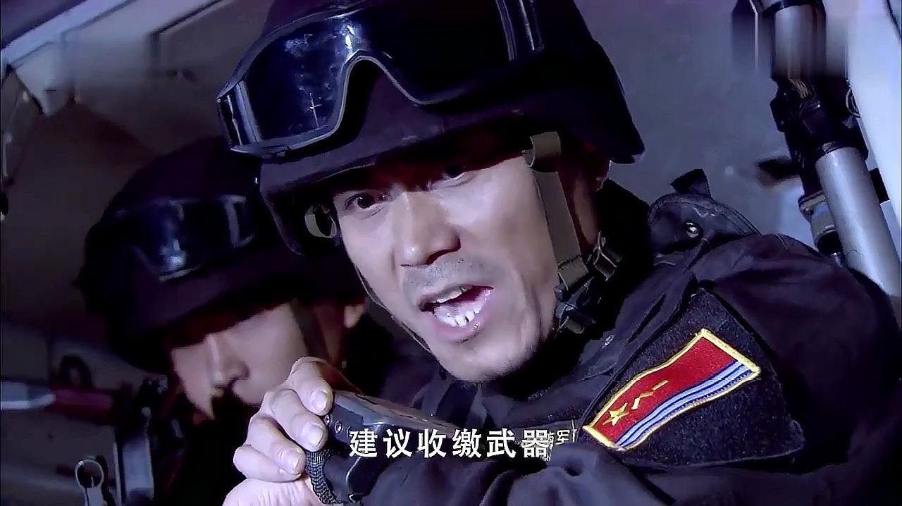 好剧:海盗船不听警告,海军军舰竟直接开火,瞬间打跑他们!