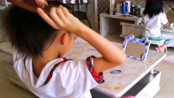 9岁小女孩梳头发太专业!既简单又好看,快来一起学习一下吧!