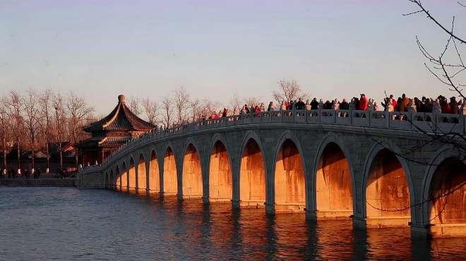 """北京颐和园""""十七孔桥""""再现""""金光穿洞"""" 盛景再现成网红景观"""