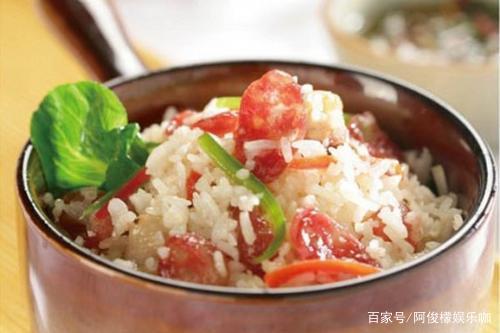 两分钟学会腊肠焖饭,开锅后米饭飘香满屋,简单省事又美味