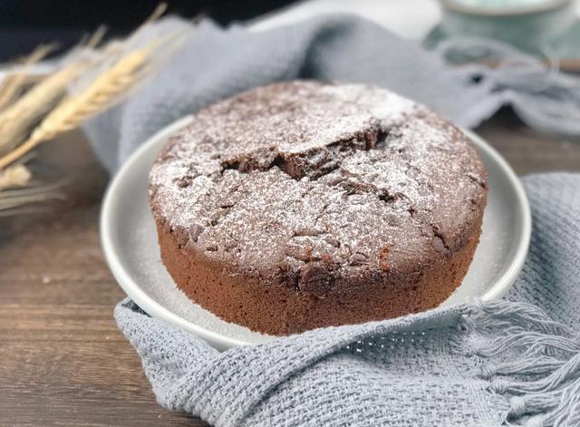 蛋糕不用买,1碗面粉2个鸡蛋,教你巧克力蛋糕,咬一口滑润又柔软