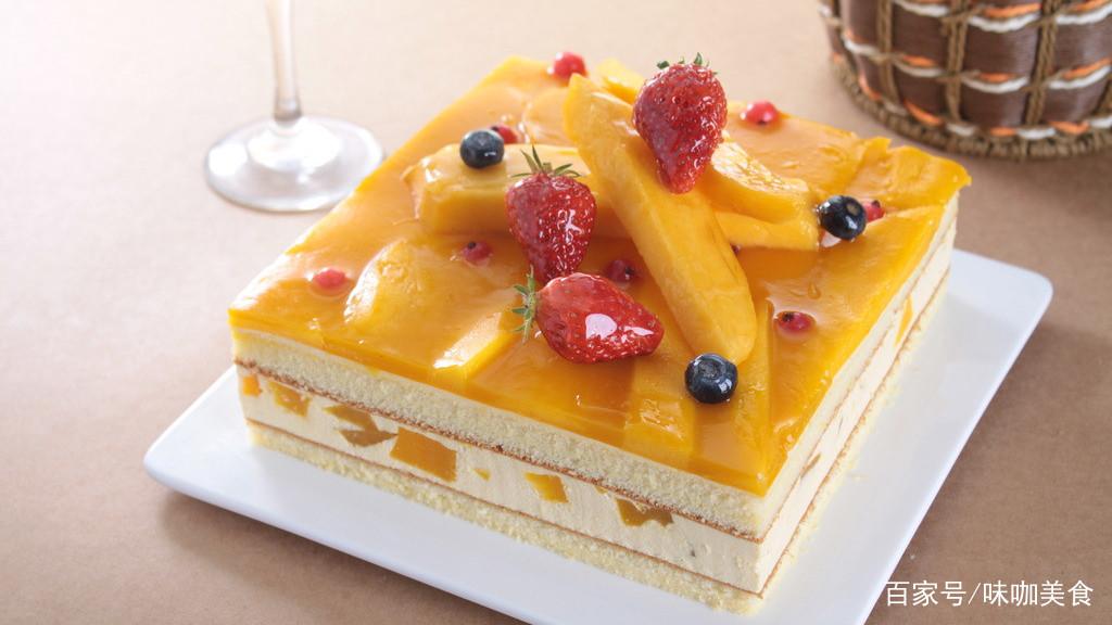 夏天吃蛋糕,试试这款芒果酸奶慕斯蛋糕