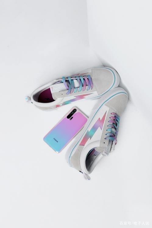 全新色彩勾勒潮酷经典  荣耀20 PRO×RVG×STM联名限量鞋只送不卖4