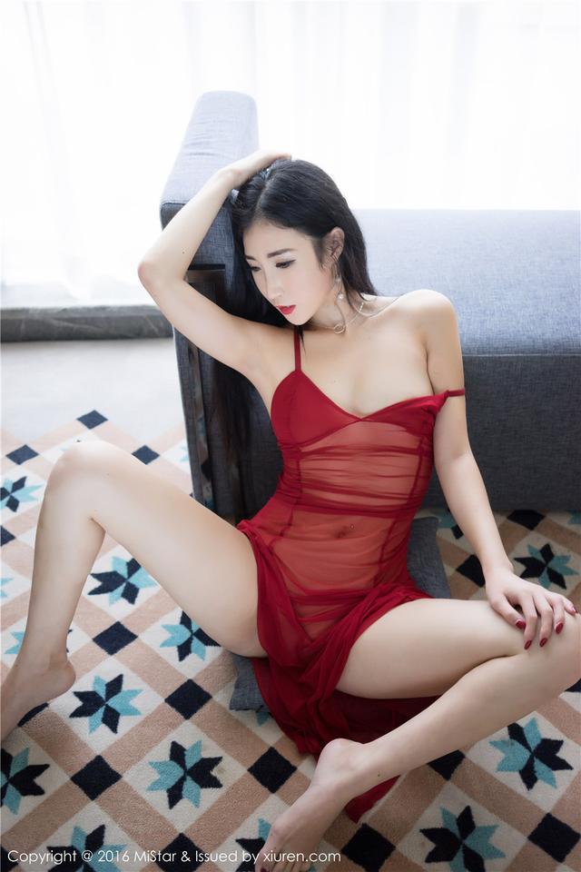 [魅妍社] 冰丝吊带睡裙美女Wendy智秀私房美乳写真高清图