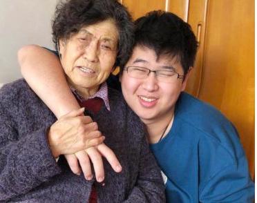 倪萍微博晒合照,感叹20年前为了给儿子看病与母亲的辛酸过往