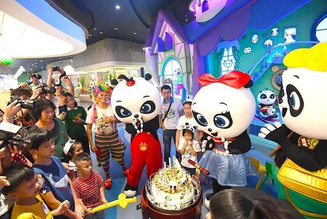 """超梦幻!广州长隆熊猫酒店""""大变身"""",成萌趣圣诞城堡!"""