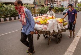 印度现在必须帮助民众复工