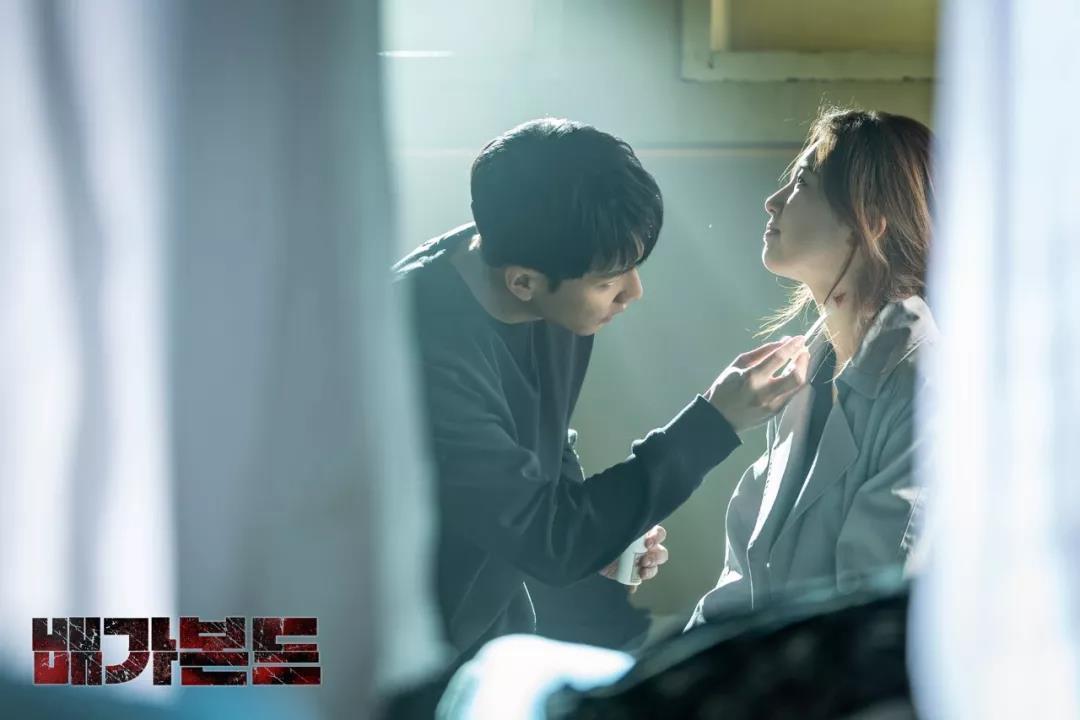 搭档李昇基化身特工,走霸气冷艳风,这位国民初恋不甜了?