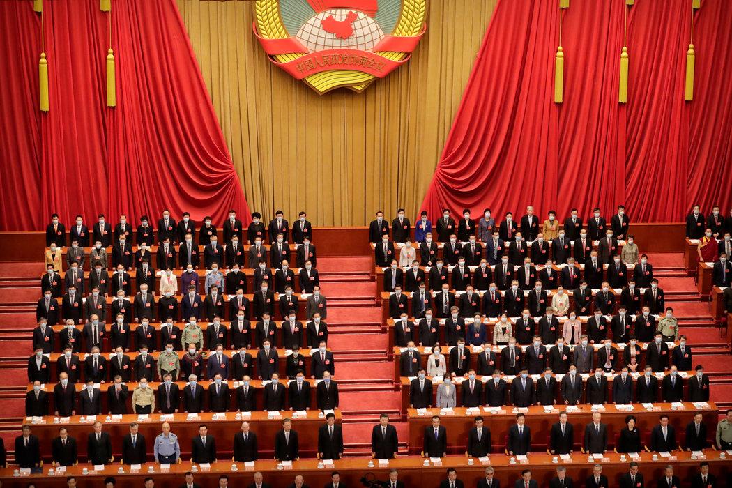 周四,中国领导人和政协委员们在政协会议上。