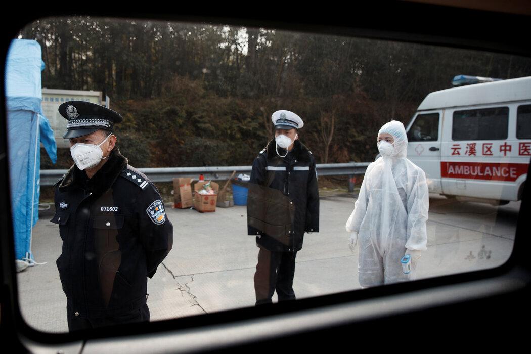 1月,湖南与湖北省之间的一个检查站。