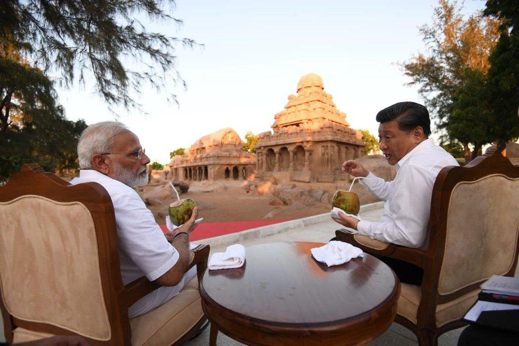 10月,印度总理纳伦德拉·莫迪和中国国家领导人习近平在印度玛玛拉普兰举行的峰会上。