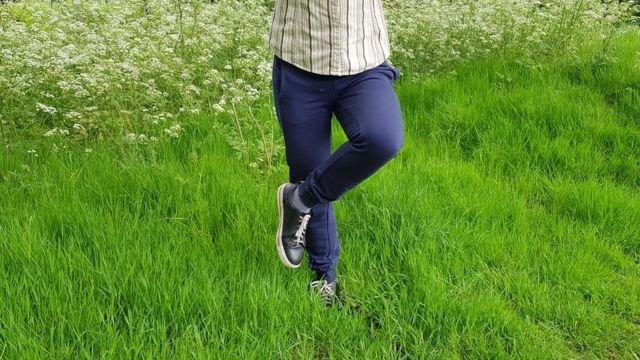 图像加注文字, 研究称练习单腿站立有许多健康益处。