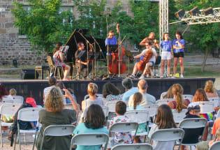 疫情、山火、难民潮包围下的希腊音乐节
