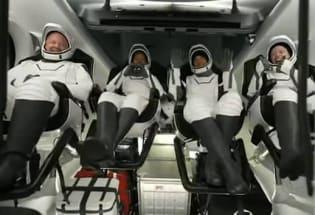 SpaceX 乘龙号载着全素人组成的宇航团队凯旋