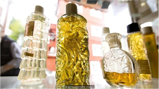 """自从冠状病毒大流行开始以来,土耳其的""""国香""""kolonya的销量猛增,因为它可以用来消毒。"""