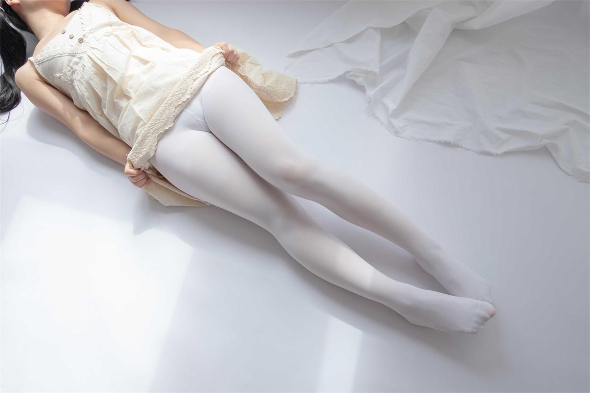 ⭐丝模写真⭐森萝财团-爱花写真-ALPHA-013[90P/807MB]插图2