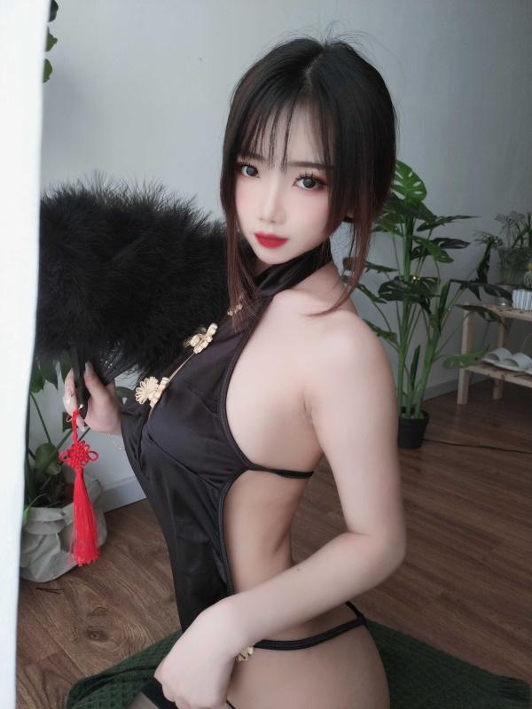 ⭐微博红人⭐鬼畜瑶在不在w -cos福利图片@NO.036 黑色短款旗袍[35P1V-131MB]插图