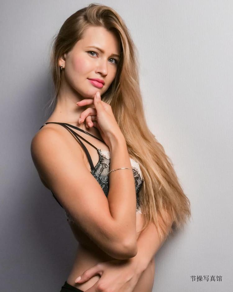 乌克兰美女@Stella Cardo性格写真,让你嗨到腿软尖叫求饶