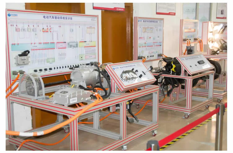 专业介绍 _ 新能源汽车检测与维修(初中起点五年制)-1_r9_c1.jpg