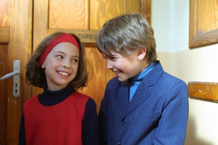 《两小无猜》电影影评:笑中含泪的纯爱故事
