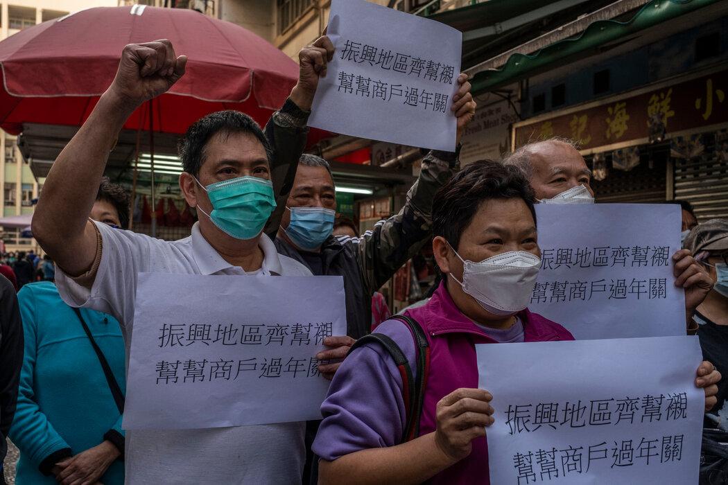 佐敦一个市场的摊主们周一举行了抗议,呼吁政府提供帮助。