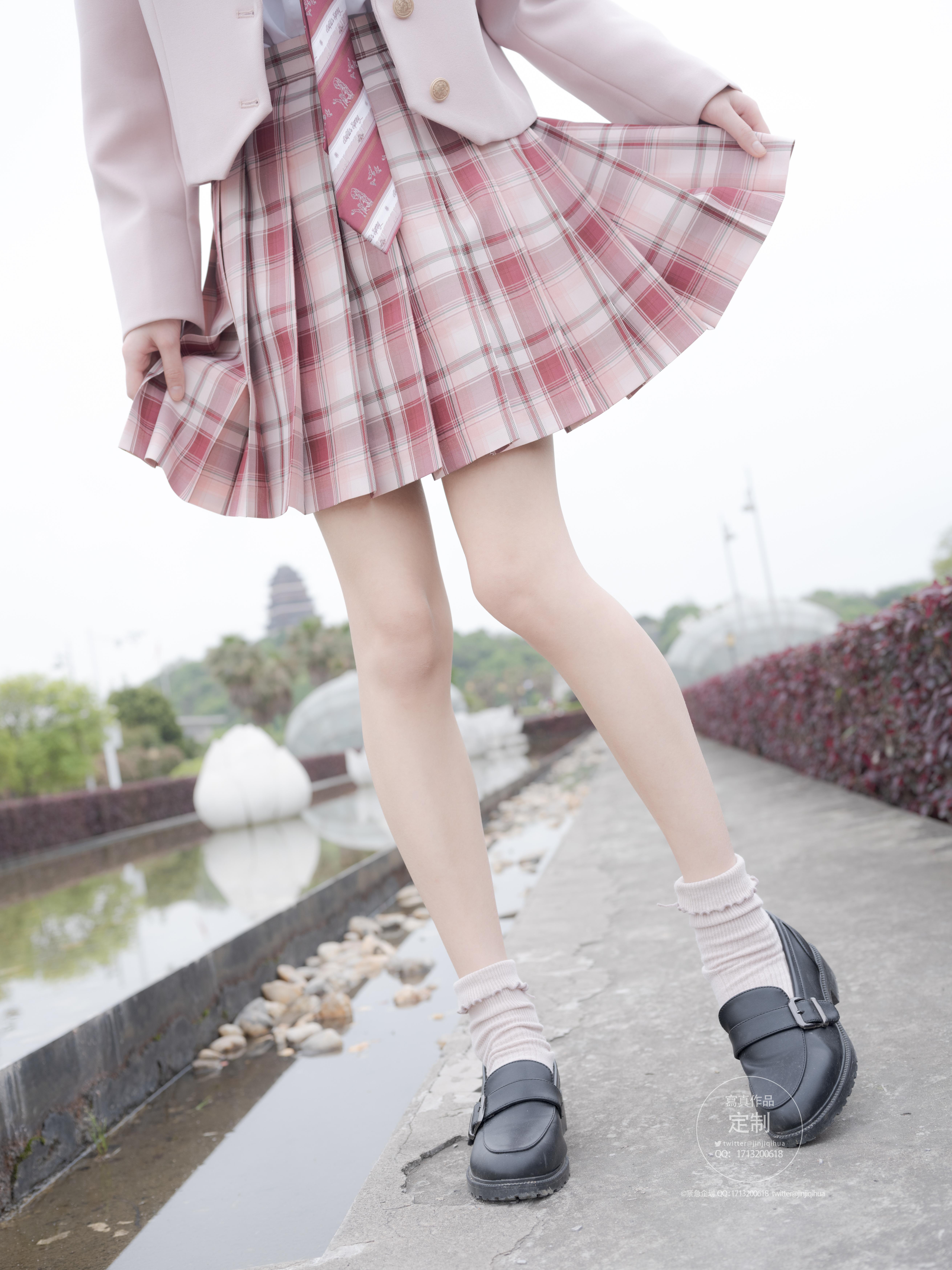 《紧急企划》美少女JK小方格短裙写真系列鉴赏-觅爱图