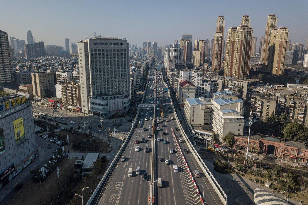 1月,中国武汉。道路、地铁和铁路的大规模扩张意味着可以安全吸收雨水的地方越来越少。