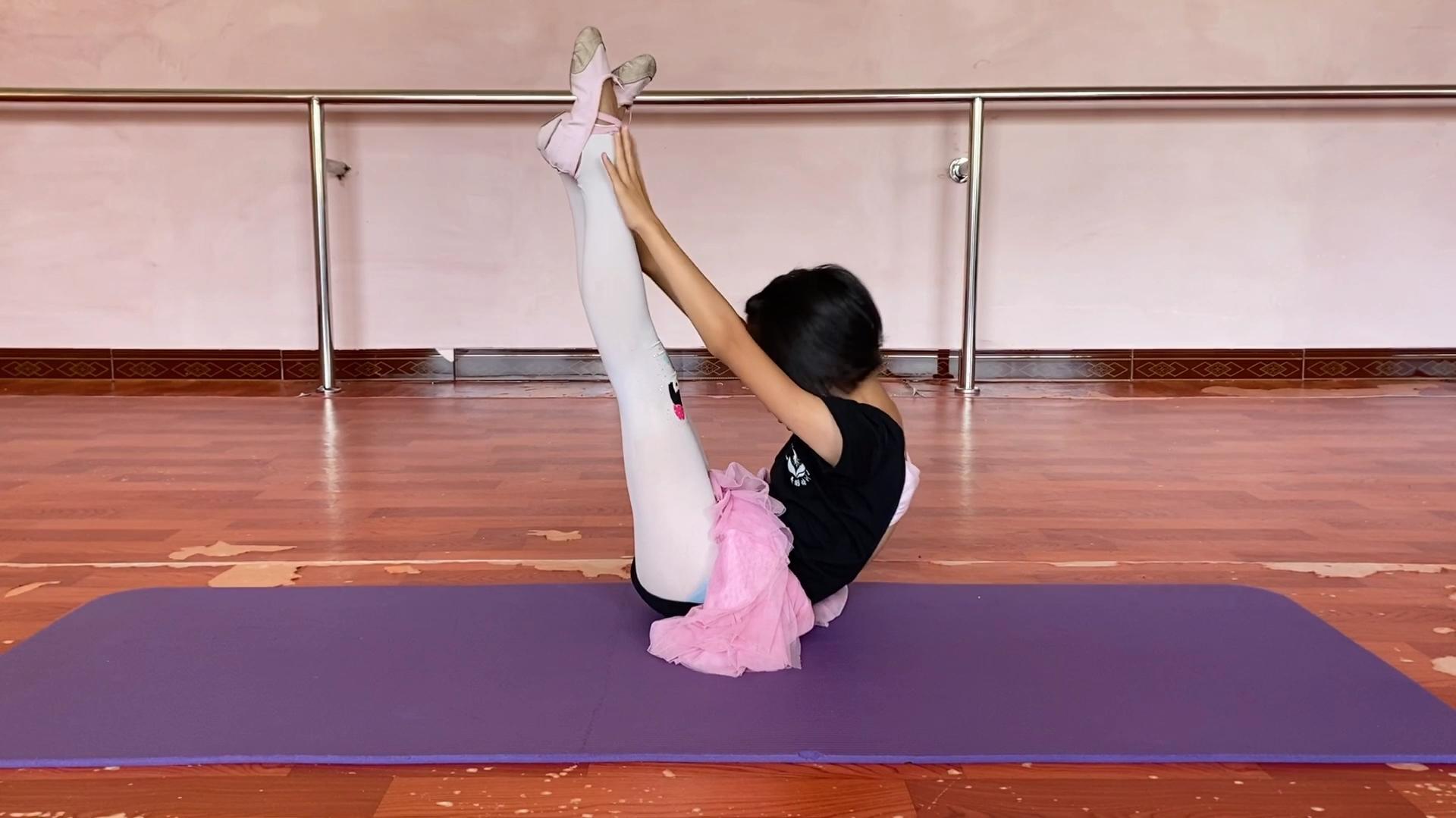 少儿舞蹈基本功技巧练习,台上一分钟,台下十年功