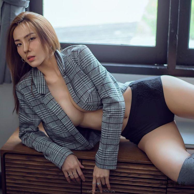 泰国美乳女神Soraya太性感,螺形奶球垂到肚子了