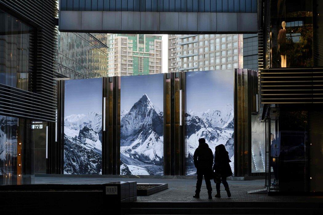 尽管中国政府成功重启了重工业,但在刺激消费方面却做得较少,导致一些购物中心的购物者比以前少。
