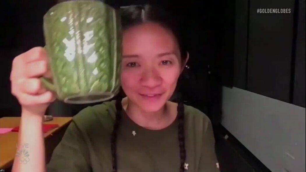赵婷领取最佳导演奖。