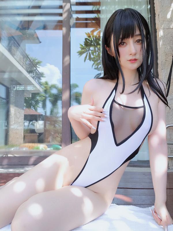 Coser小姐姐白银 - 黑白泳衣 [14P-30MB]