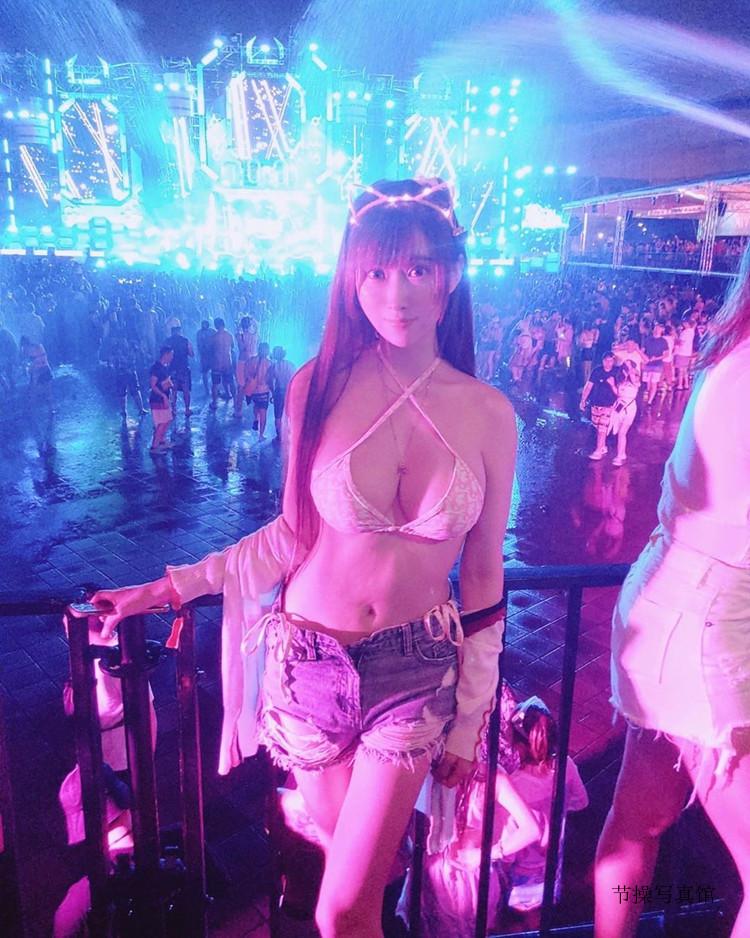 比基尼美胸妹子@蕾儿现身S2O Taiwan泰国泼水音乐节,其个人图片鉴赏