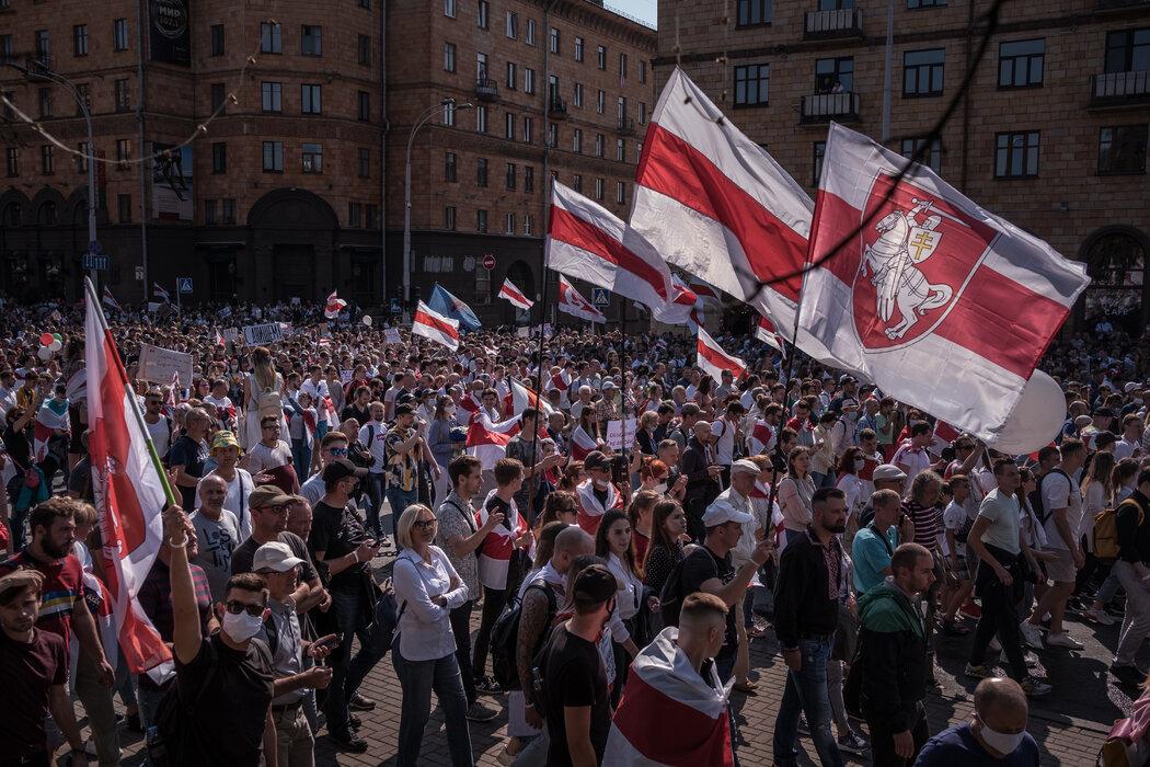 8月,白俄罗斯明斯克市的抗议者谴责他们和西方世界所称的总统大选舞弊。