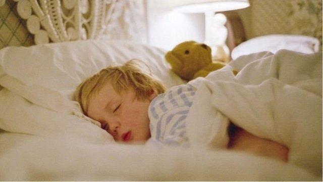 图像加注文字,喝杯热牛奶有利于睡眠吗?
