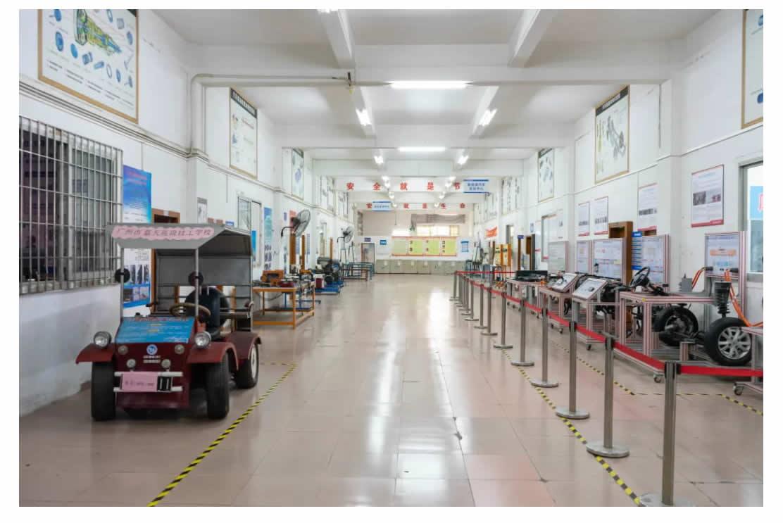 专业介绍 _ 新能源汽车检测与维修(初中起点五年制)-1_r6_c1.jpg