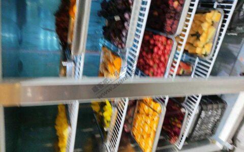 楼下自助烧烤49一位,水果居然有车厘子杨梅荔枝菠萝蜜!!
