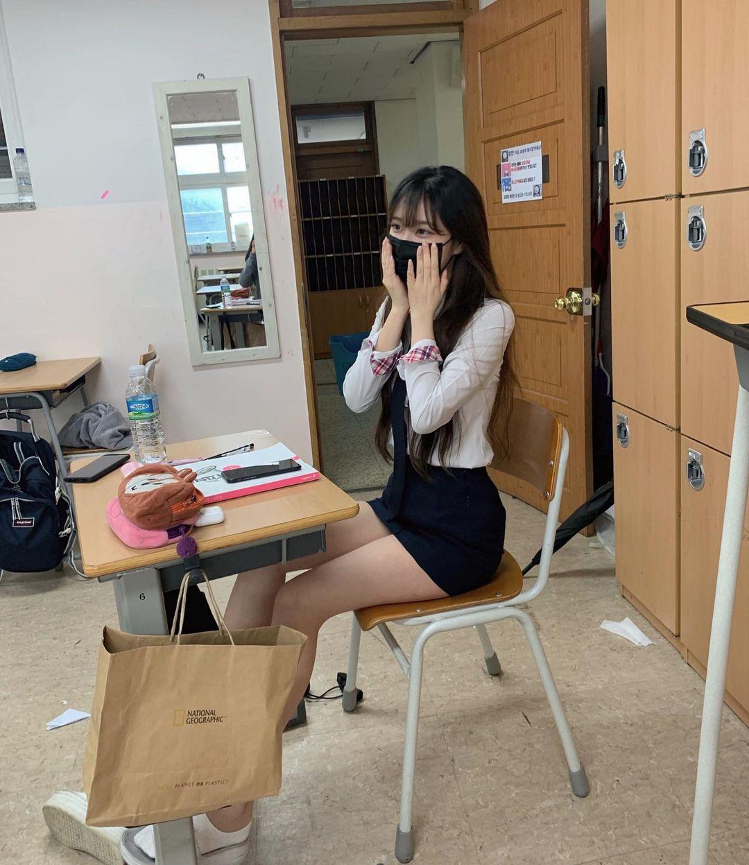 清秀学生妹@백징니制服短裙露出逆天长腿 妹子图 热图3