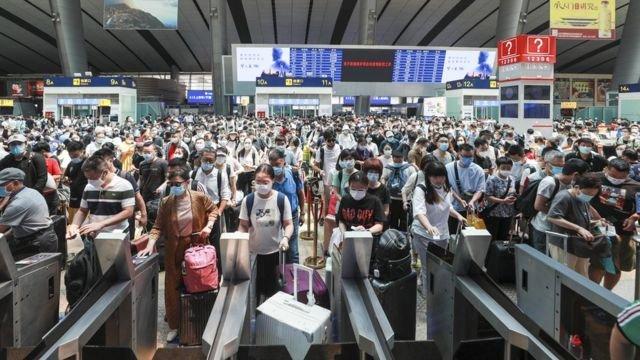 图像加注文字,中国在去年二季度已解除国内封锁。