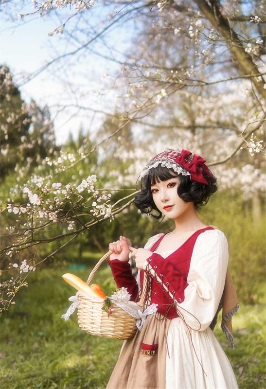 ⭐微博红人⭐阿包也是兔娘 – NO.12 lolita红裙【28P/351MB】