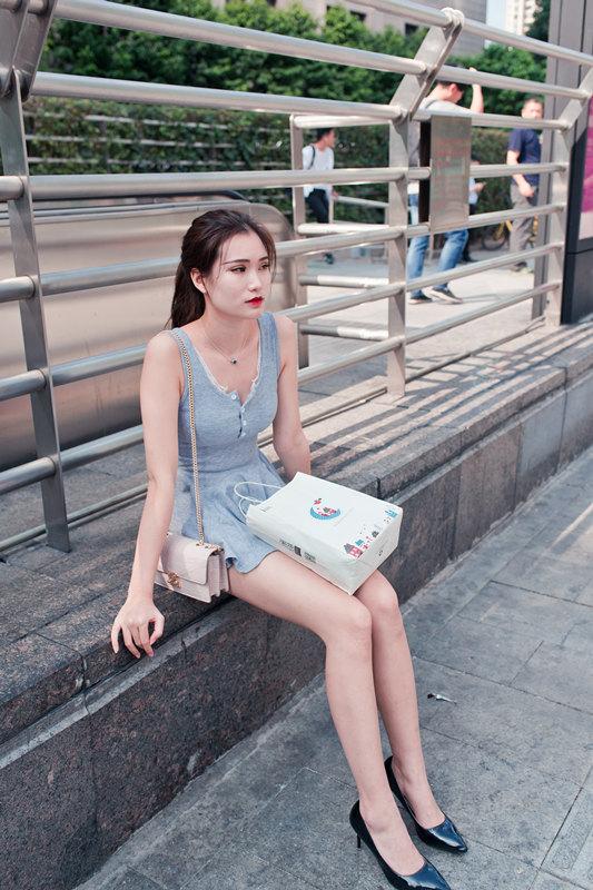 魔镜御风街拍 极品美腿肉丝女孩遭遇的故事[283P/1V/3.05G]