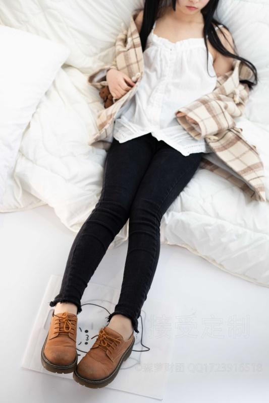 ⭐丝模写真⭐森萝财团-爱花写真-ALPHA-018初冬肉丝妹妹泡脚[121P/1.56GB]插图2