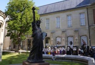 第二座自由女神像从法国运往美国