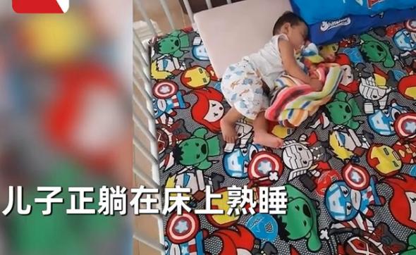 女子在婴儿床旁放粘鼠贴过会一看粘板直接吓出冷汗