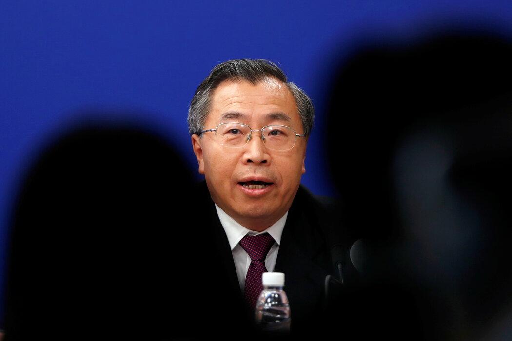 国药集团董事长刘敬桢上月宣布,已有约10万人接种了公司的疫苗,到目前为止尚无一人出现任何不良反应。