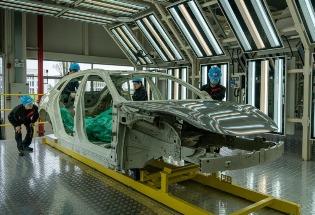 中国大举建设电动汽车厂,抢占海内外市场