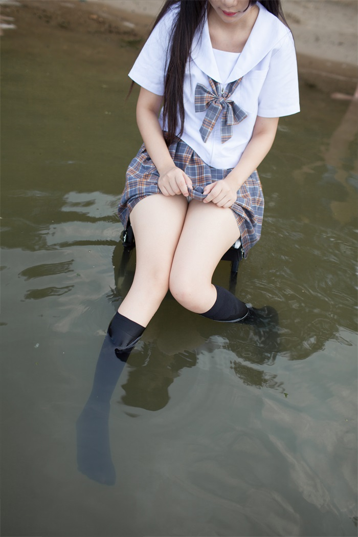 ⭐少女秩序⭐美丝写真-EXVOL.01双马尾的黑白丝少女[56P/377MB]