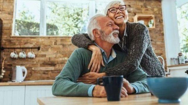 图像加注文字, 谁都希望能有健康老年。