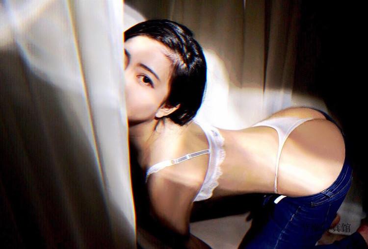 大胸美女@品妍Yuri浓醇奶香负担太重,浑圆翘弹的蜜桃欣赏